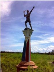 General Aniceto Lacson depicted wielding a figthing bolo. General Aniceto Lacson�s monument was erected in Talisay City, Negros Occidental. Source: modifiedmartialarts.blogspot.com